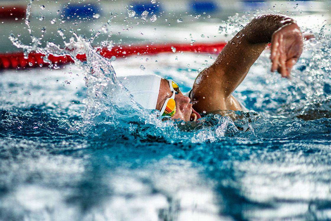 Obozy i zawody pływackie